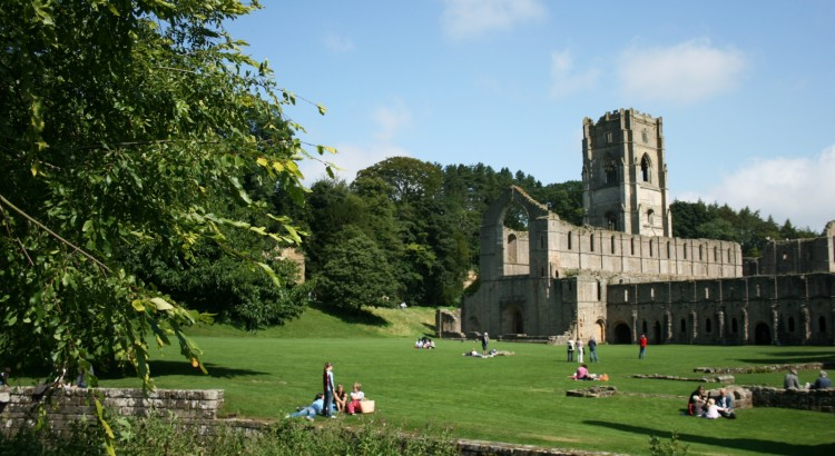 Fountains_Abbey,_Ripon